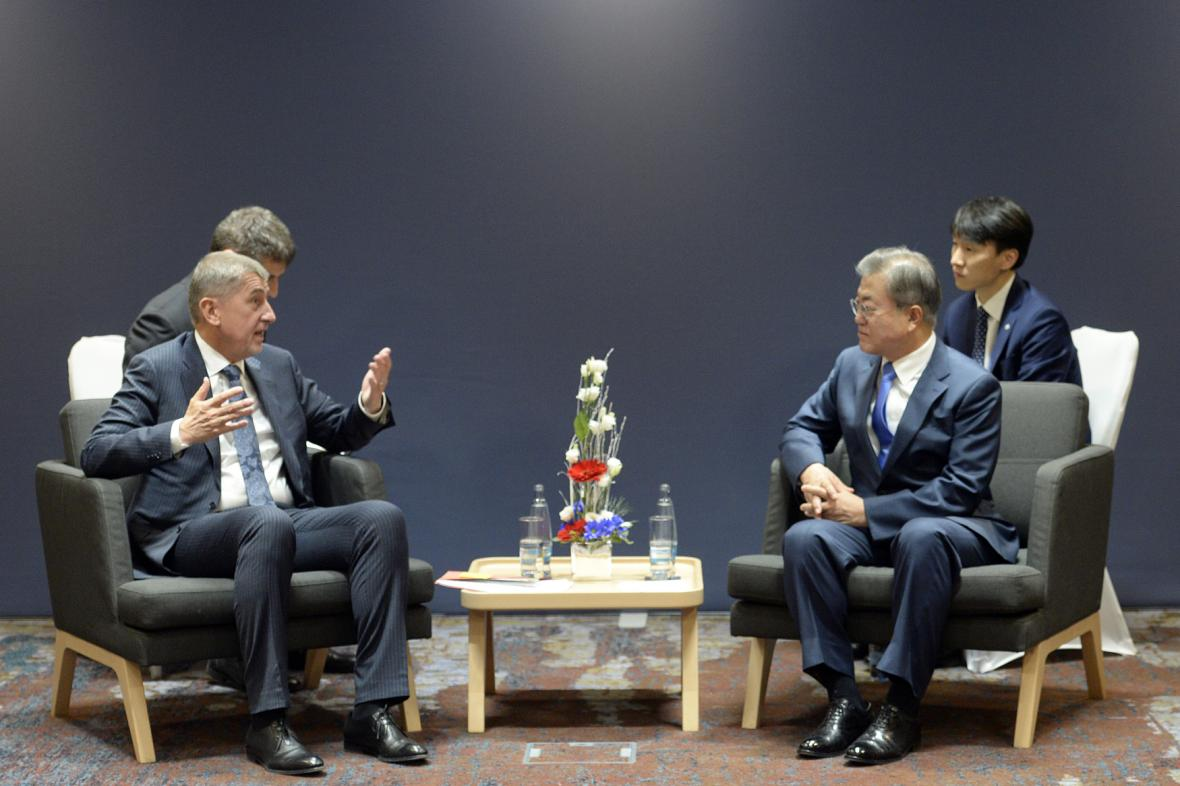 Český premiér Andrej Babiš a jihokorejský prezident Mun Če-in