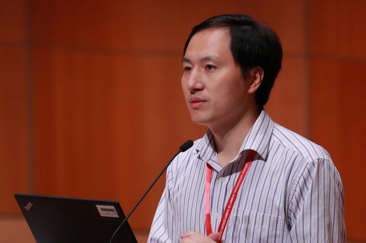 Che Ťien-kchuej oznámil, že vytvořil geneticky upravená dvojčata