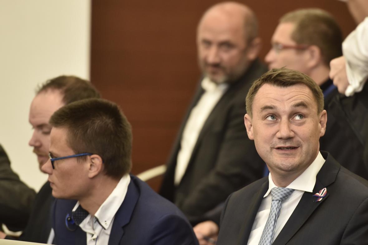 LIberecký hejtman Martin Půta (vpravo) u soudu