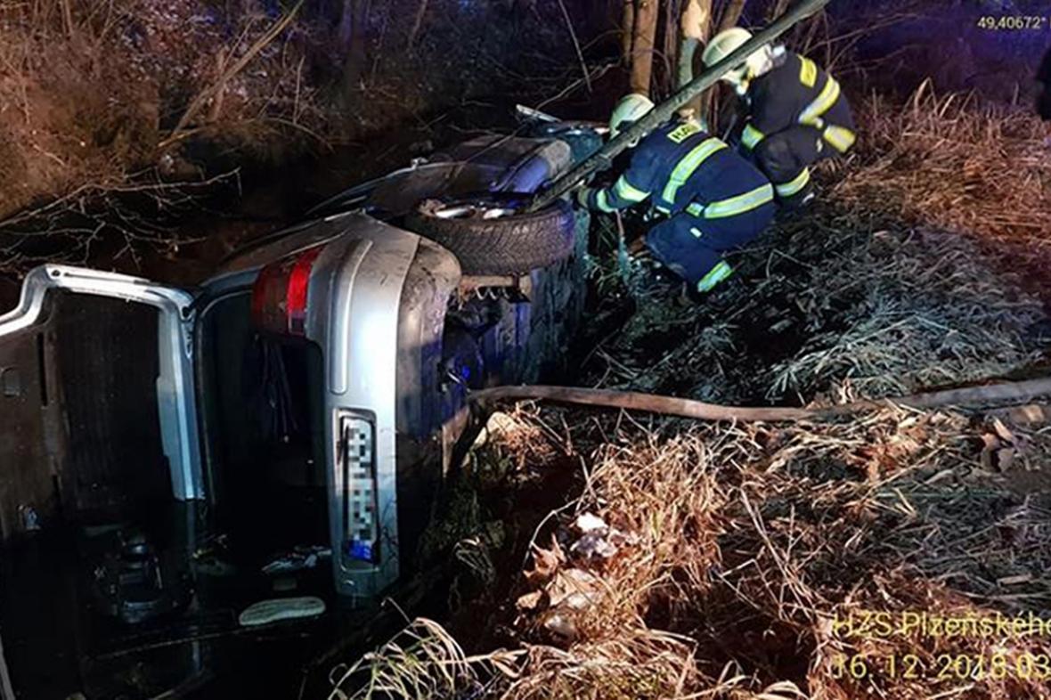 Při dopravní nehodě u Domažlic zemřeli tři lidé