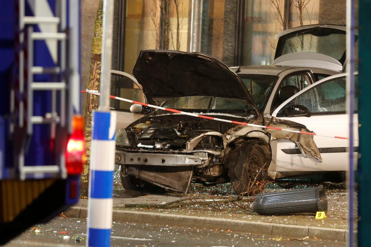 Řidič najel do zastávky v Recklinghausenu