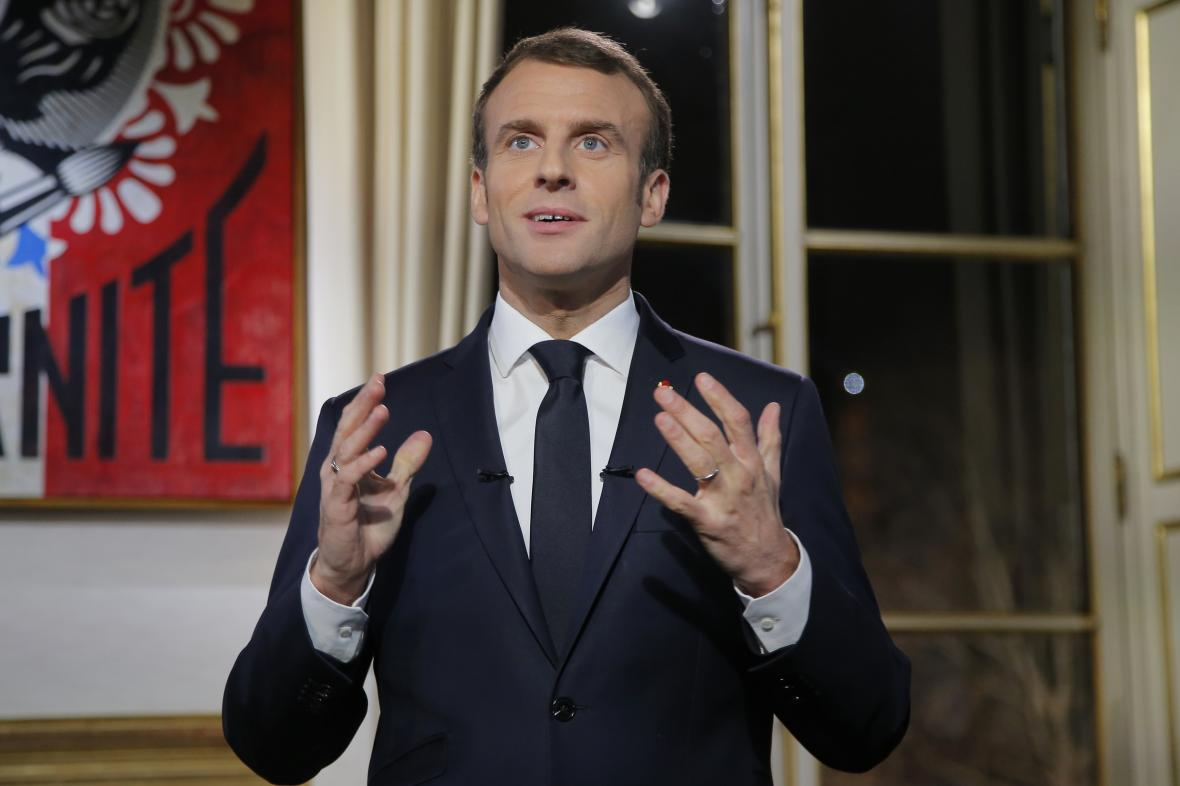 Emmanuel Macron při novoročním projevu