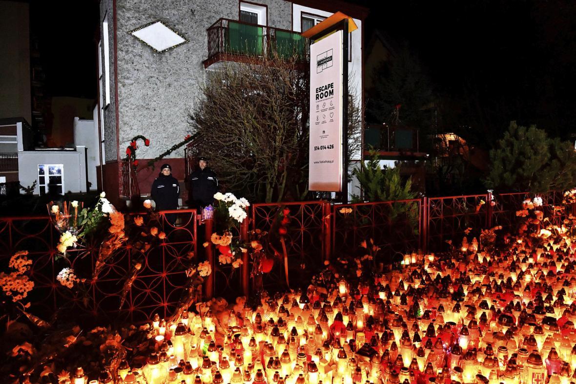 Polsko truchlí za pětici dívek, které se udusily v únikové místnosti