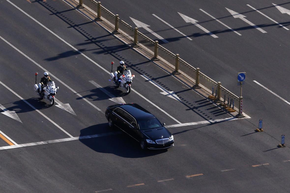Vládní kolona aut s Kim Čong-unem projela centrem Pekingu