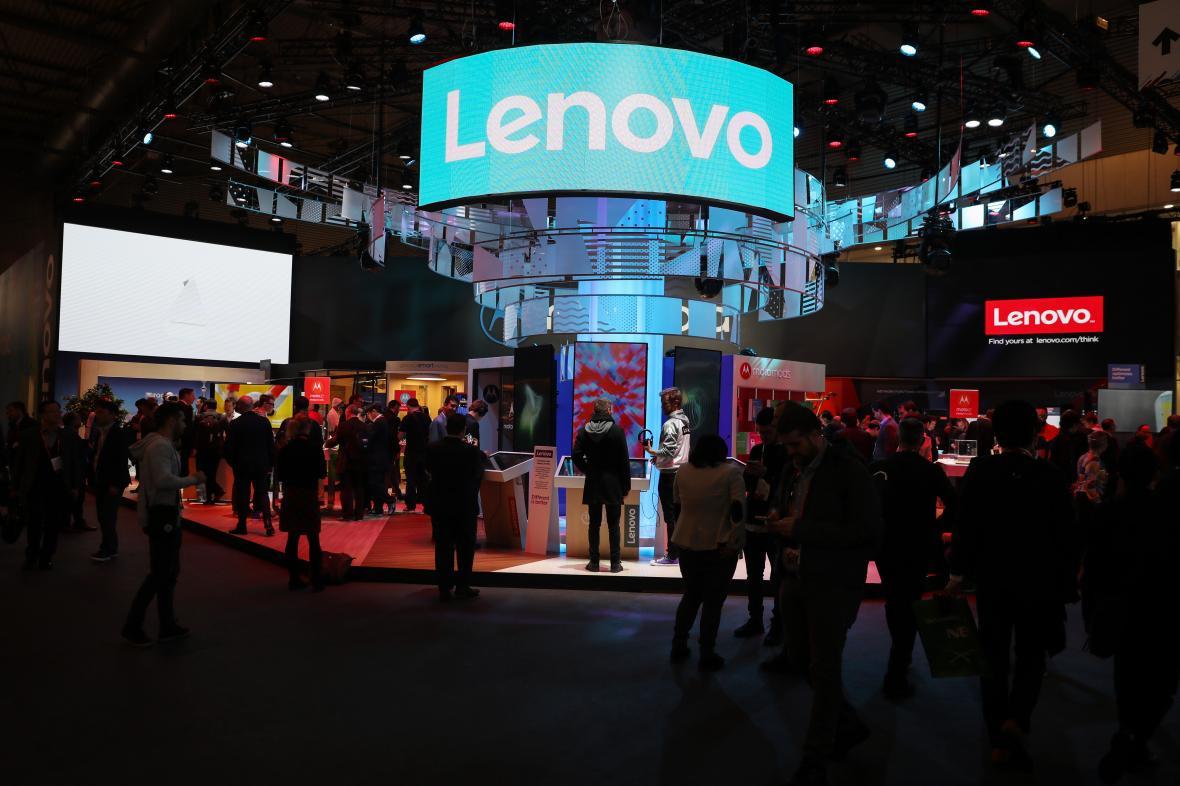 Čínská firma Lenovo na kongresu mobilních technologií v Barceloně 2018