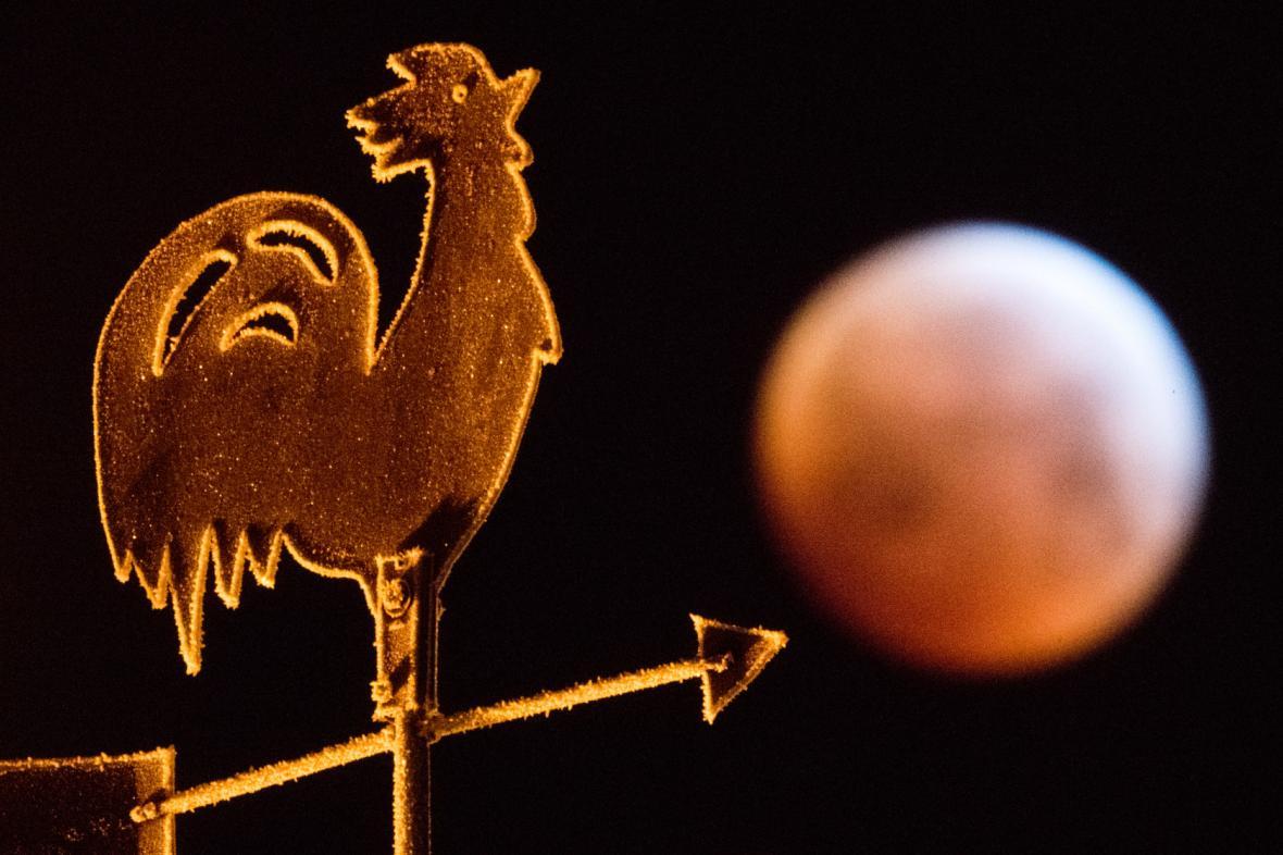 Zatmění Měsíce nad Saskem