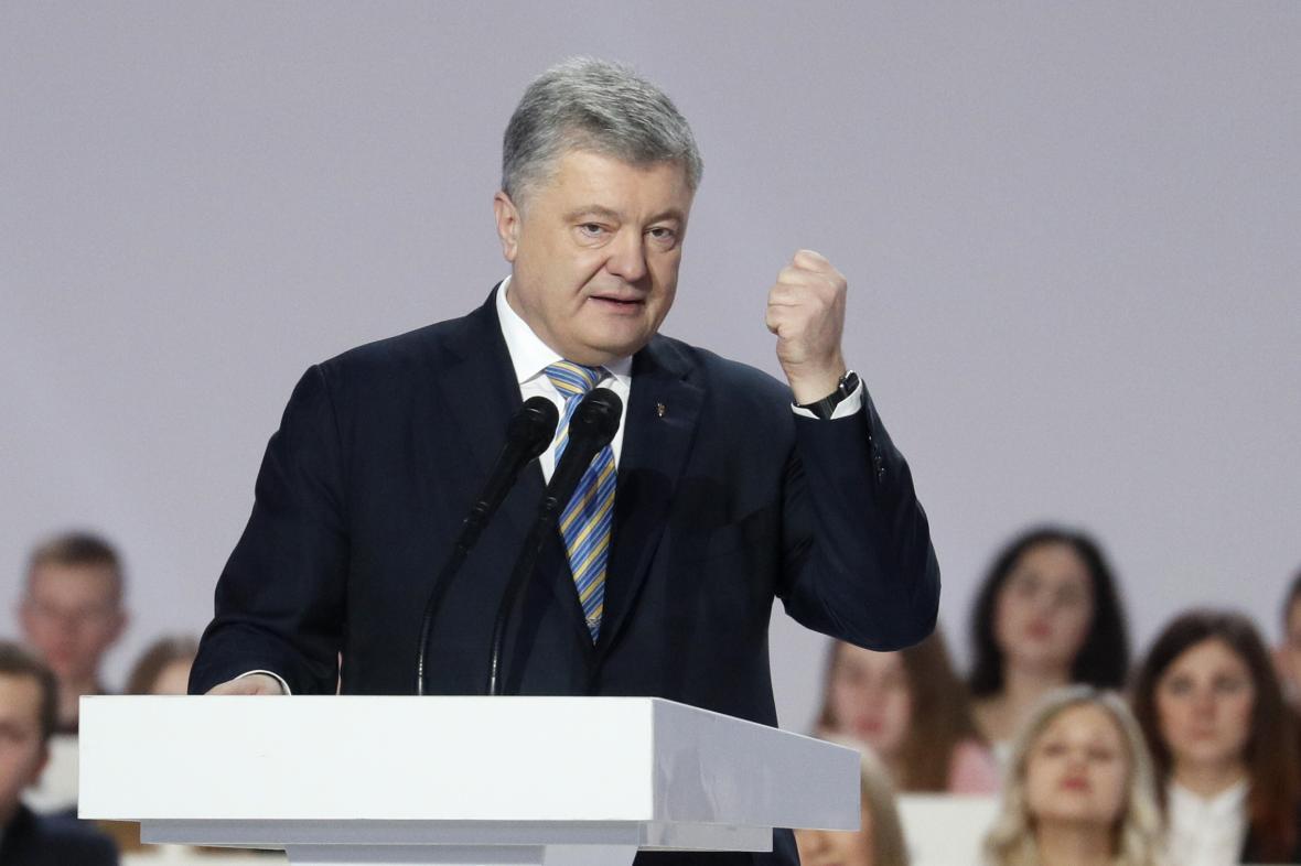 Porošenko oznamuje kandidaturu na prezidenta