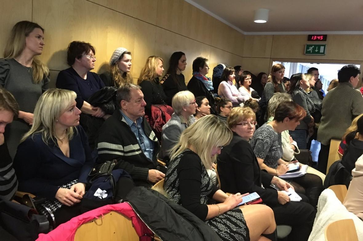 Zdravotníci zaplnili jednací sál zastupitelstva Zlínského kraje