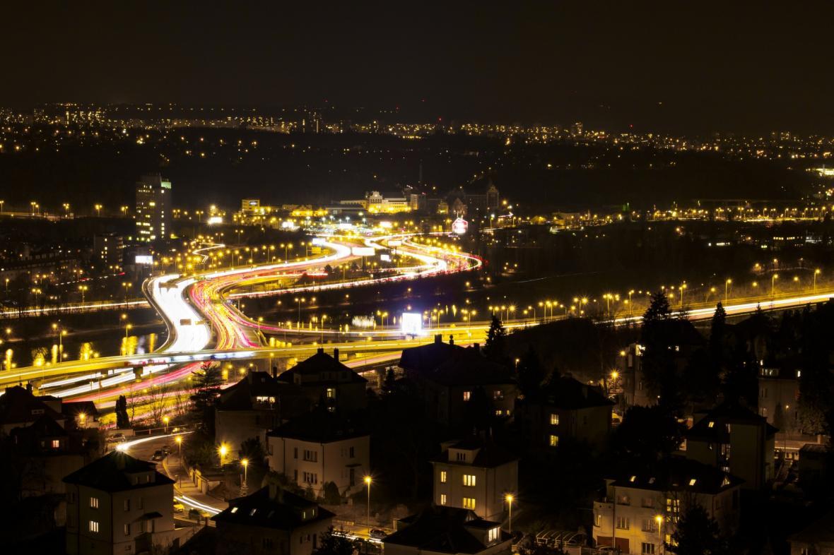 Přes Barrandovský most projede každý den 140 tisíc aut