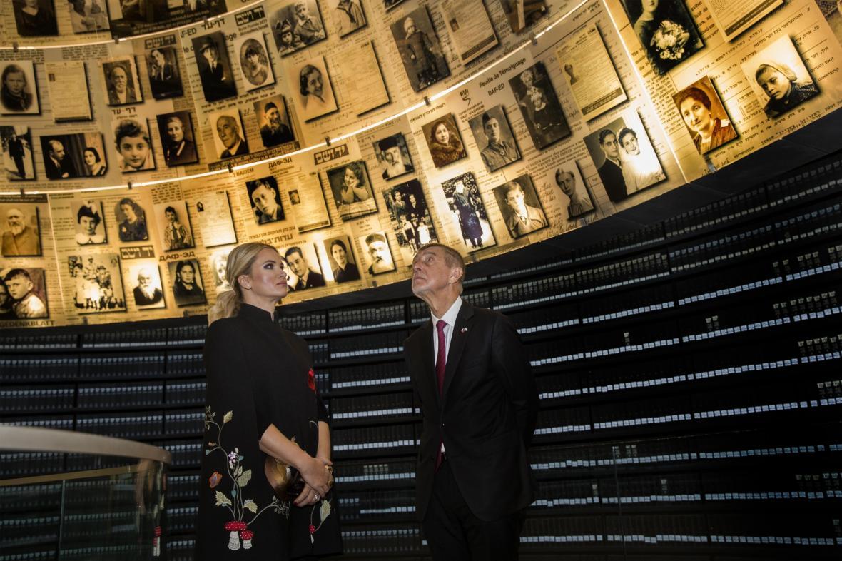 Babiš s manželkou v památníku Jad vašem