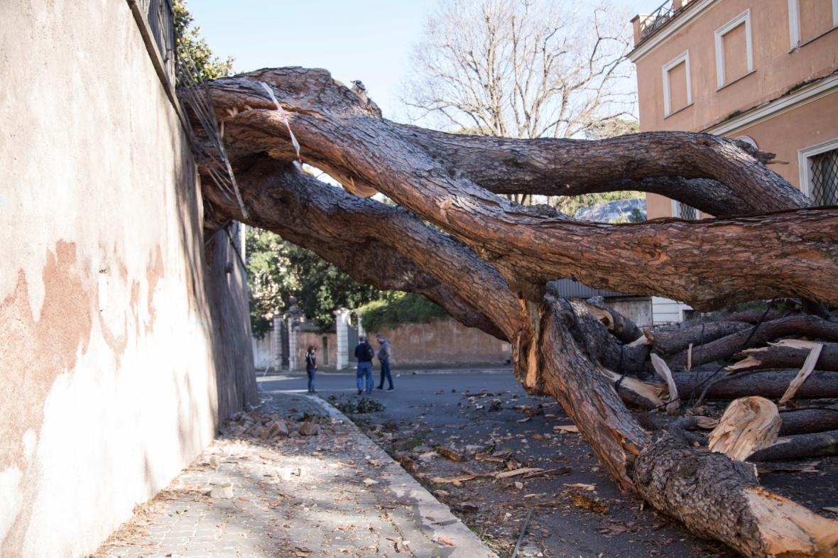 Následky vichřice v Římě