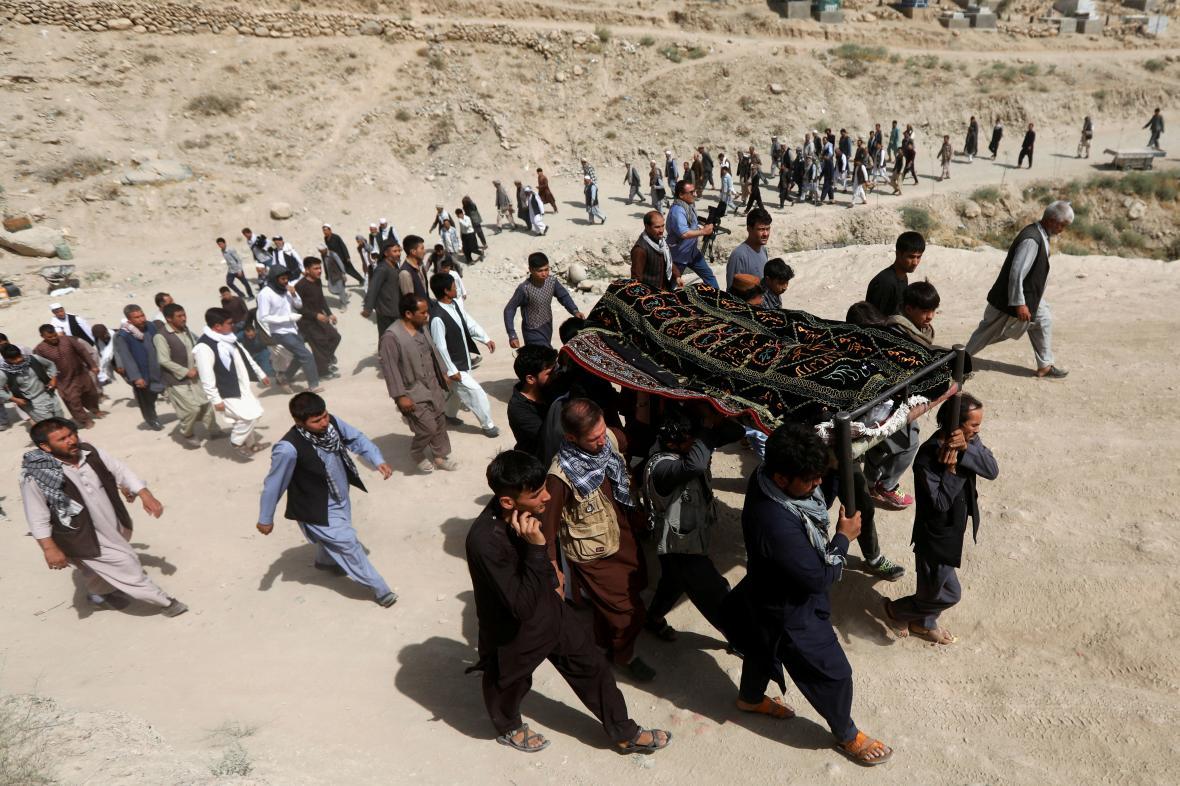 Pohřeb oběti teroristického útoku v Afghánistánu