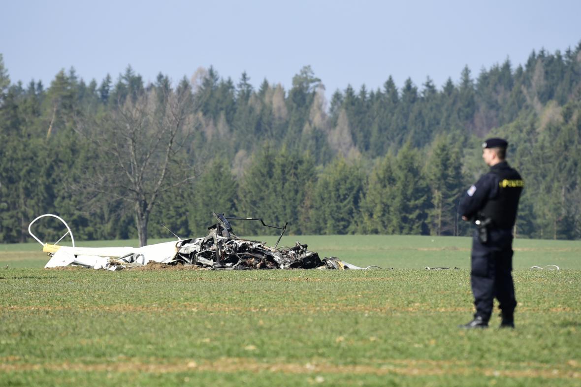 Trosky vrtulníku u Slavoňova na Náchodsku.