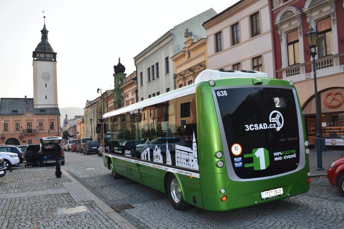 Elektrobus v centru Hranic