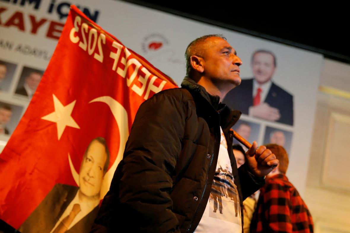 Podporovatel strany AKP v Istanbulu