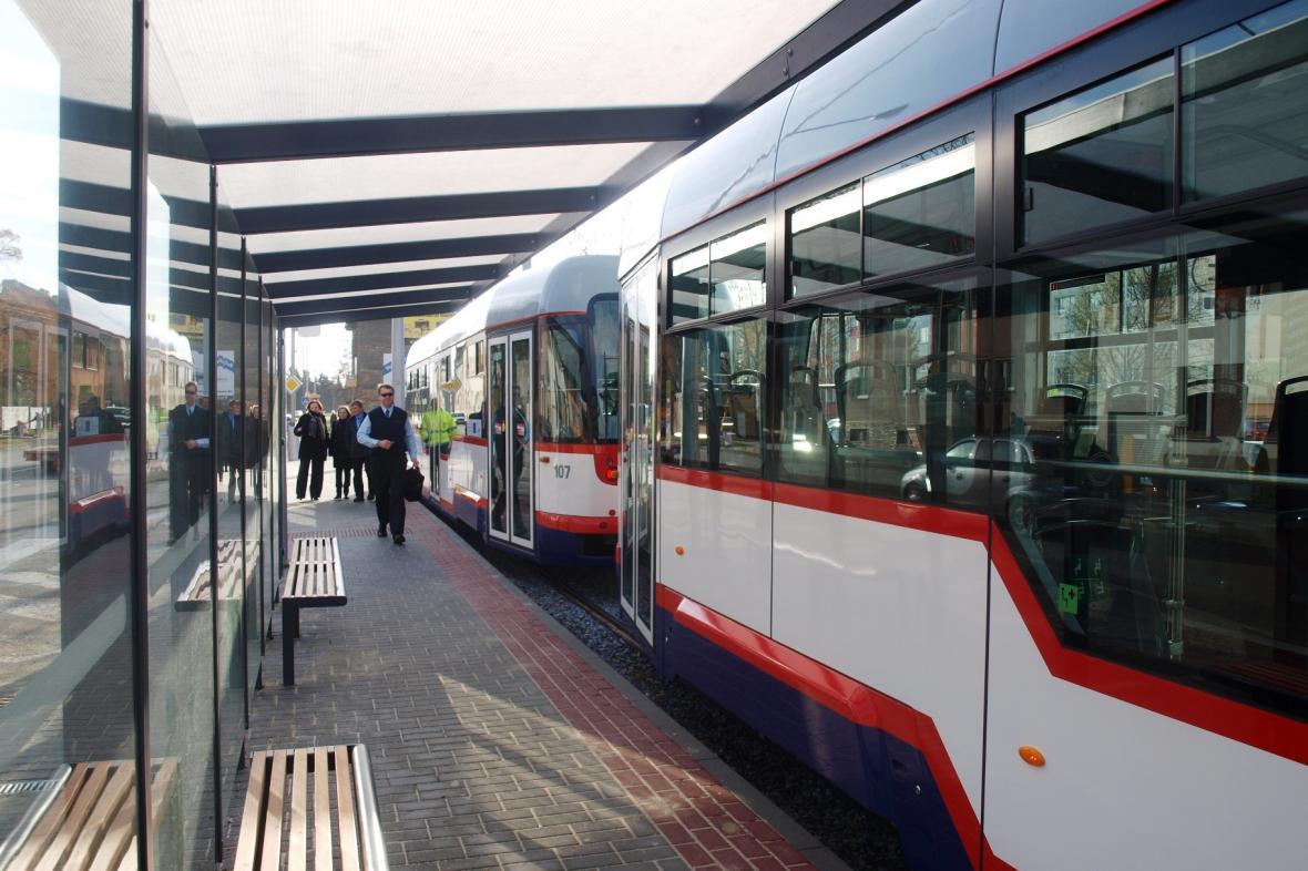 Oboustranná tramvaj na konečné zastávce Trnkova