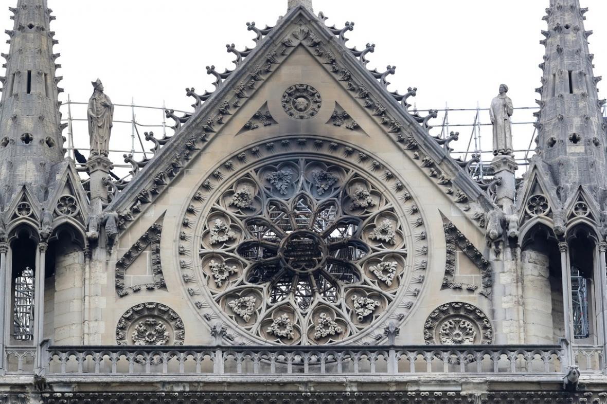 Ráno po požáru Notre-Dame
