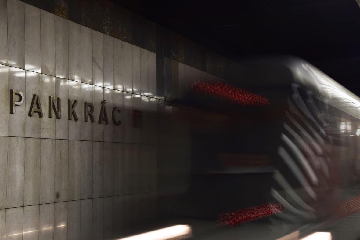 Příjezd metra