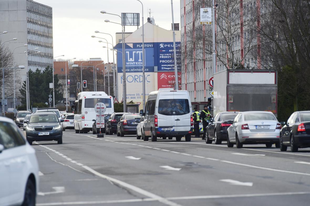 Hustý provoz v ulici Velká Dlážka v Přerově