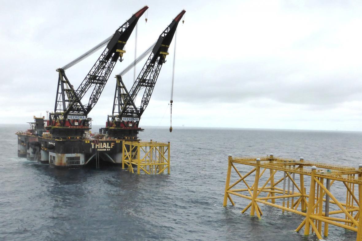 Norská těžební věž v Severním moři