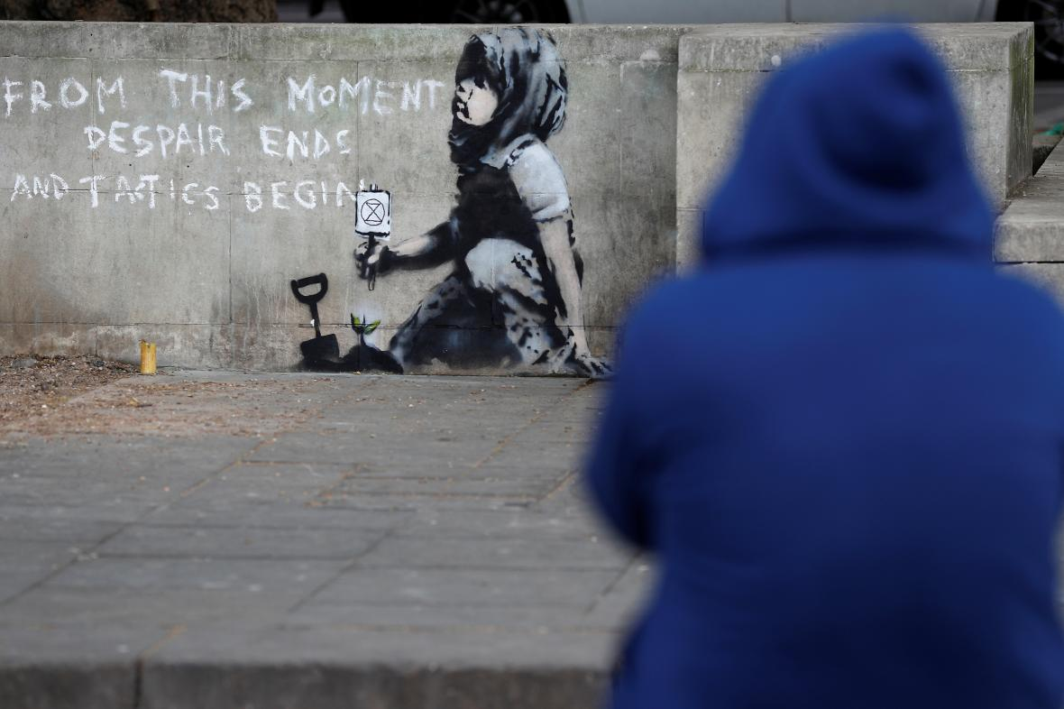 Dílo na podporu ekologických aktivistů, které zřejmě vytvořil Banksy