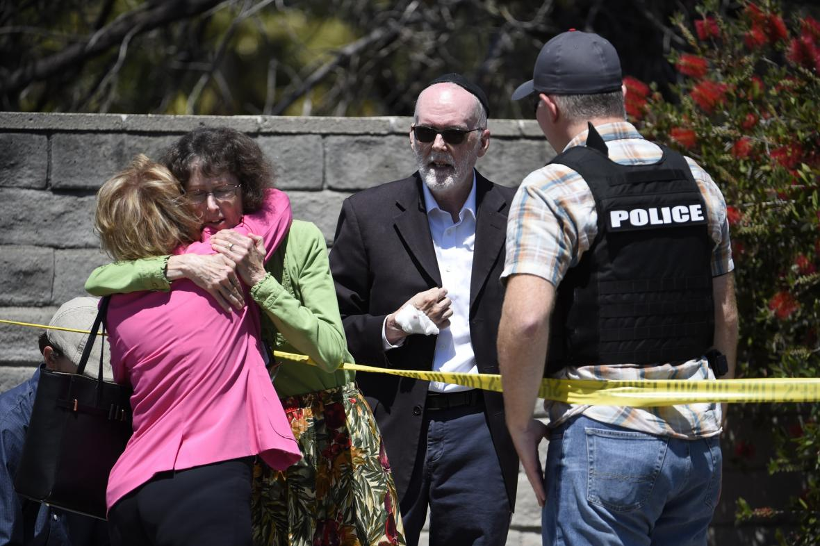 V synagoze ve městě Poway u San Diega se střílelo