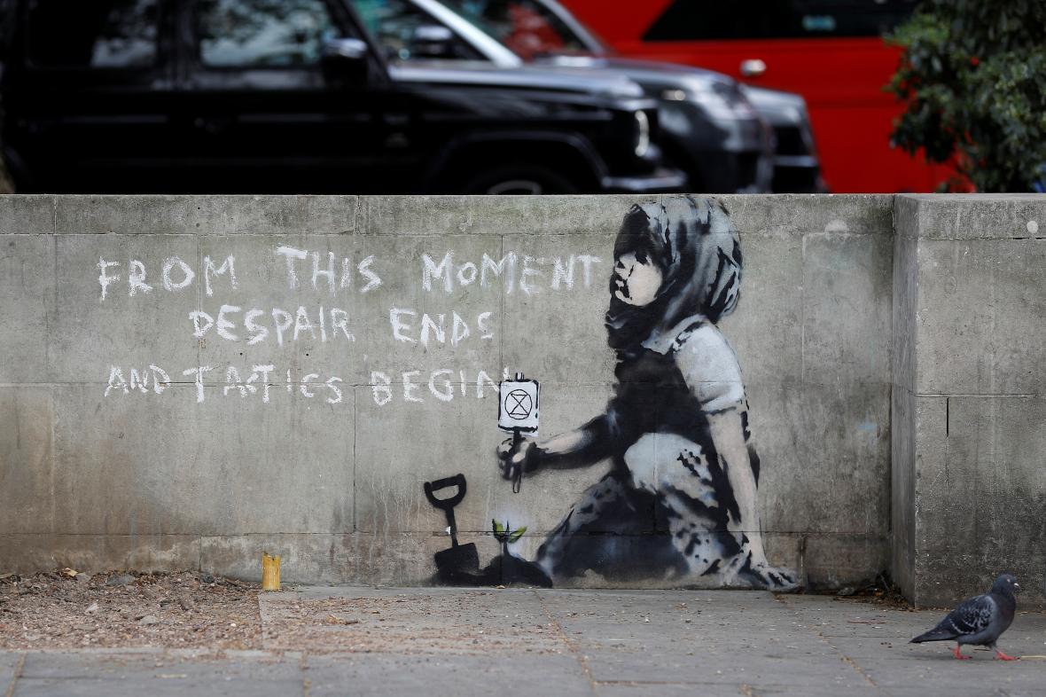 Graffiti, jehož autorem je zřejmě uznávaný umělec Banksy, se objevilo v Londýně během ekologických protestů