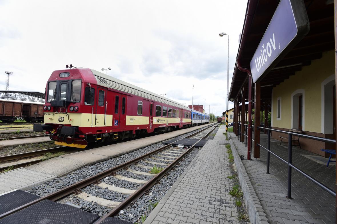 Motorový vlak na nádraží v Uničově
