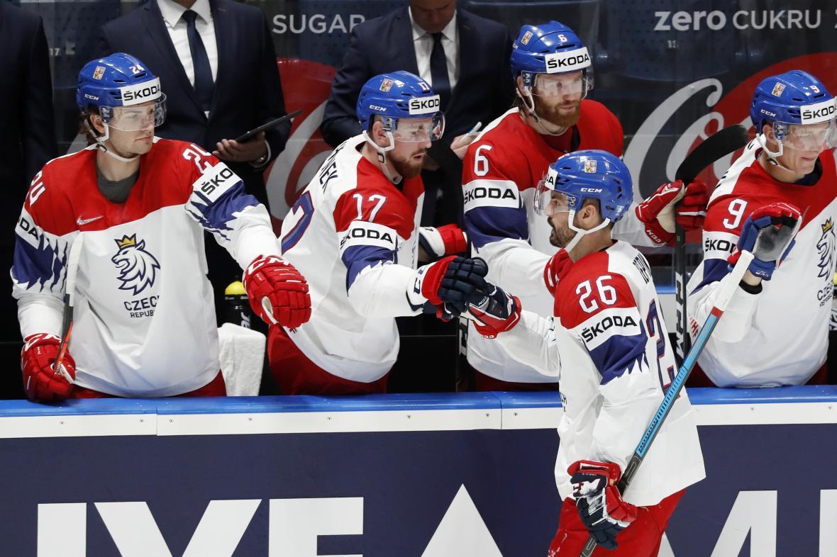 Česká hokejová reprezentace během zápasu s Rakouskem
