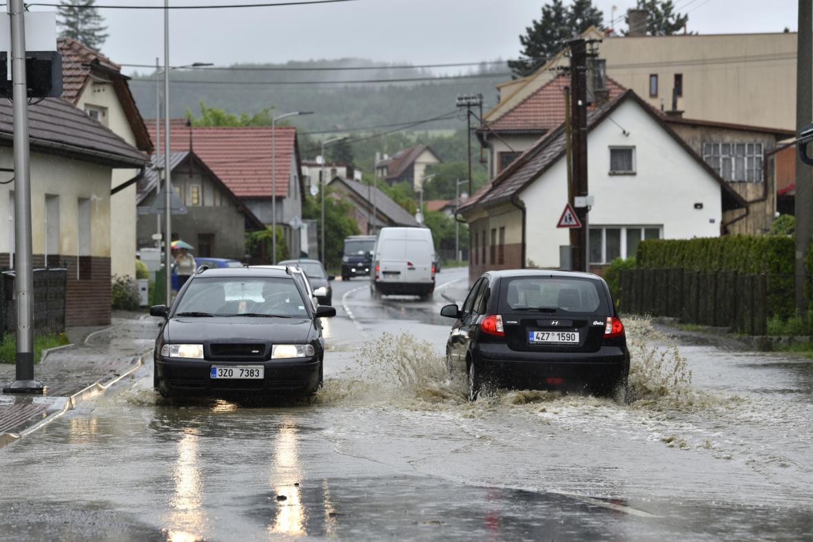 Déšť zvedal hladiny řek