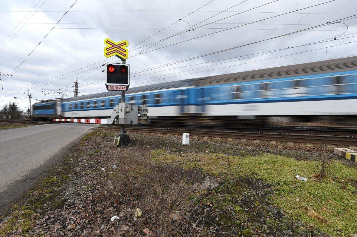 Železniční přejezd v Přerově-Dluhonicích