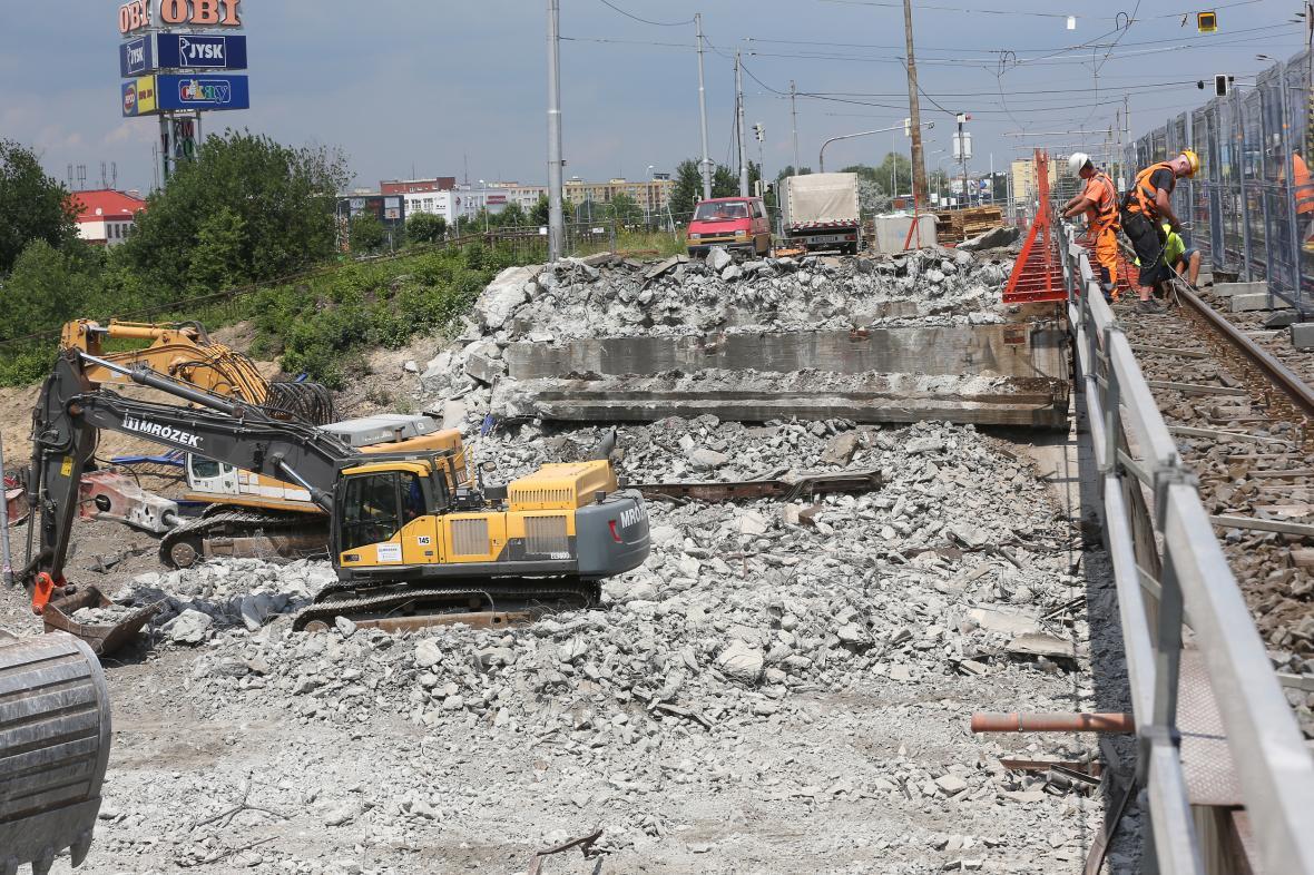 Bourání mostu přes frekventovanou Rudnou v Ostravě (červen 2018)
