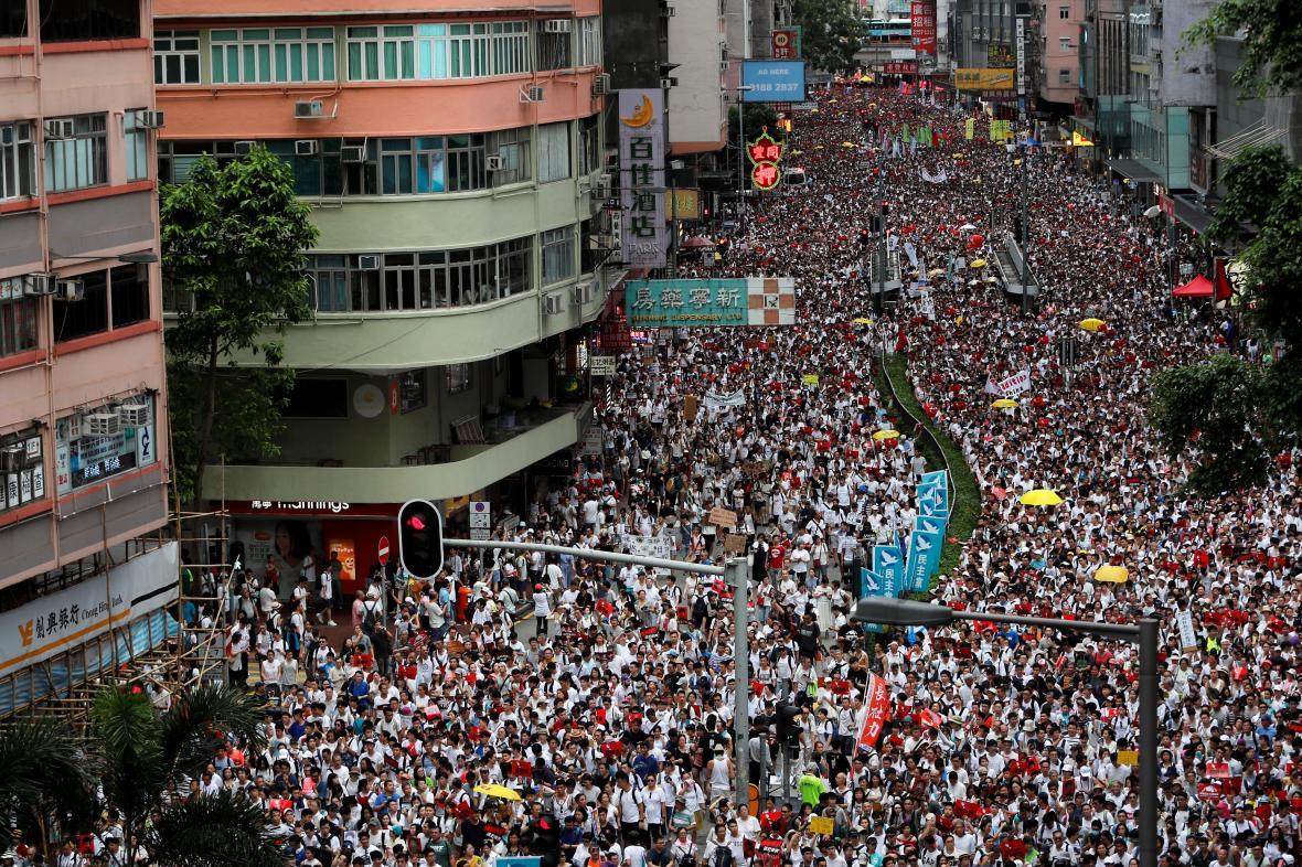 Masivní demonstrace v Hong Kongu