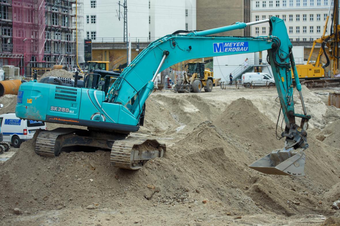 Dělníci našli na staveništi v centru Berlína pumu z války