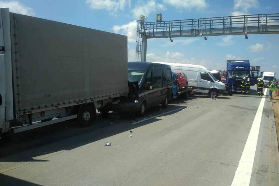 Nehoda kamionů a dodávek na D1