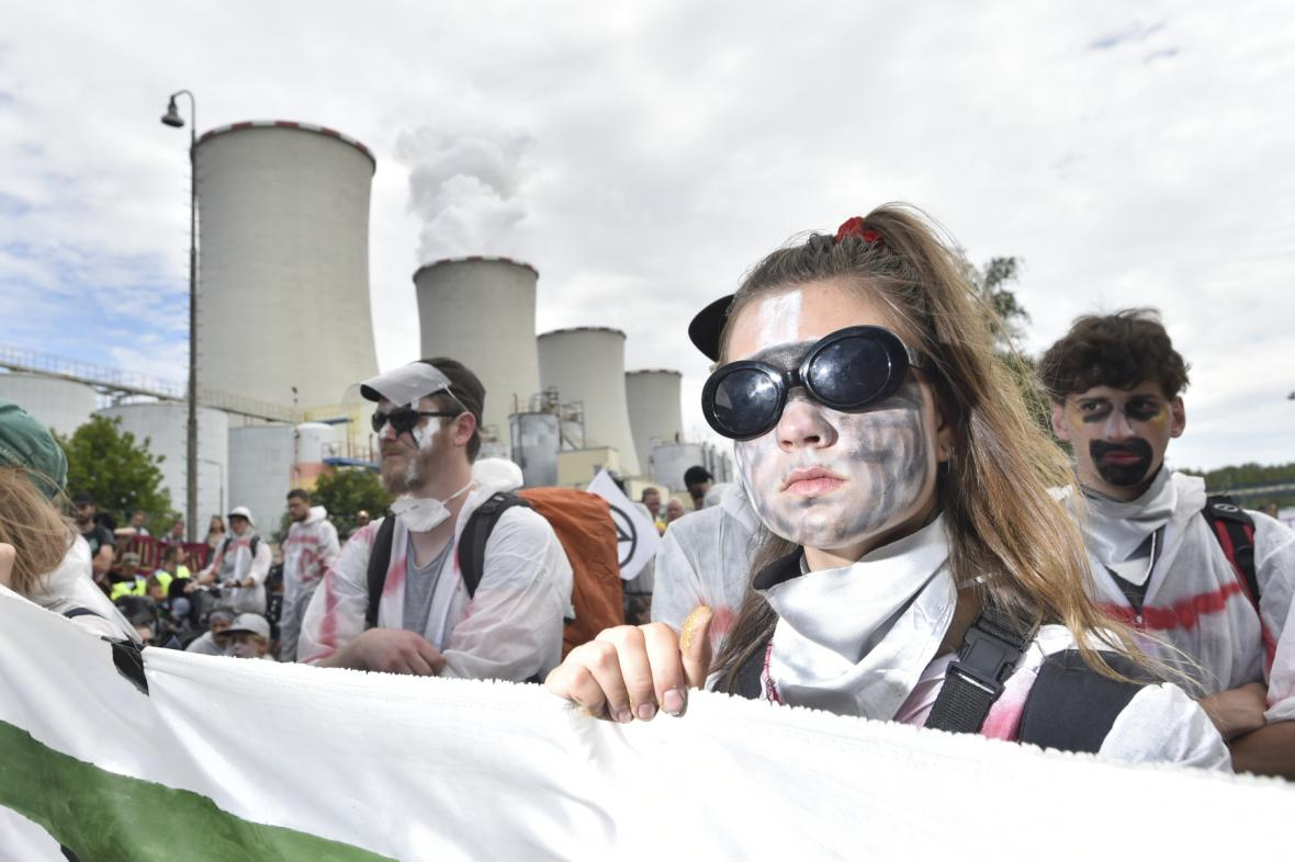 Protesty před elektrárnou Chvaletice
