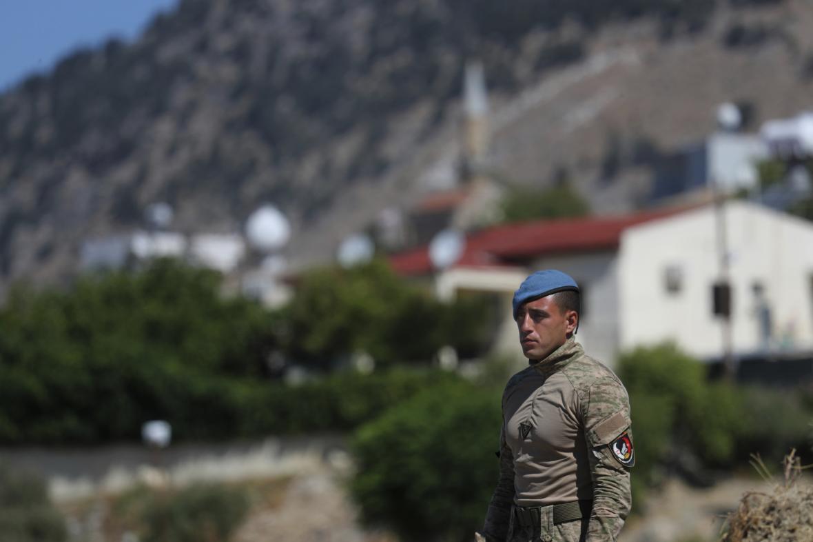 Příslušník tureckých sil na severu Kypru