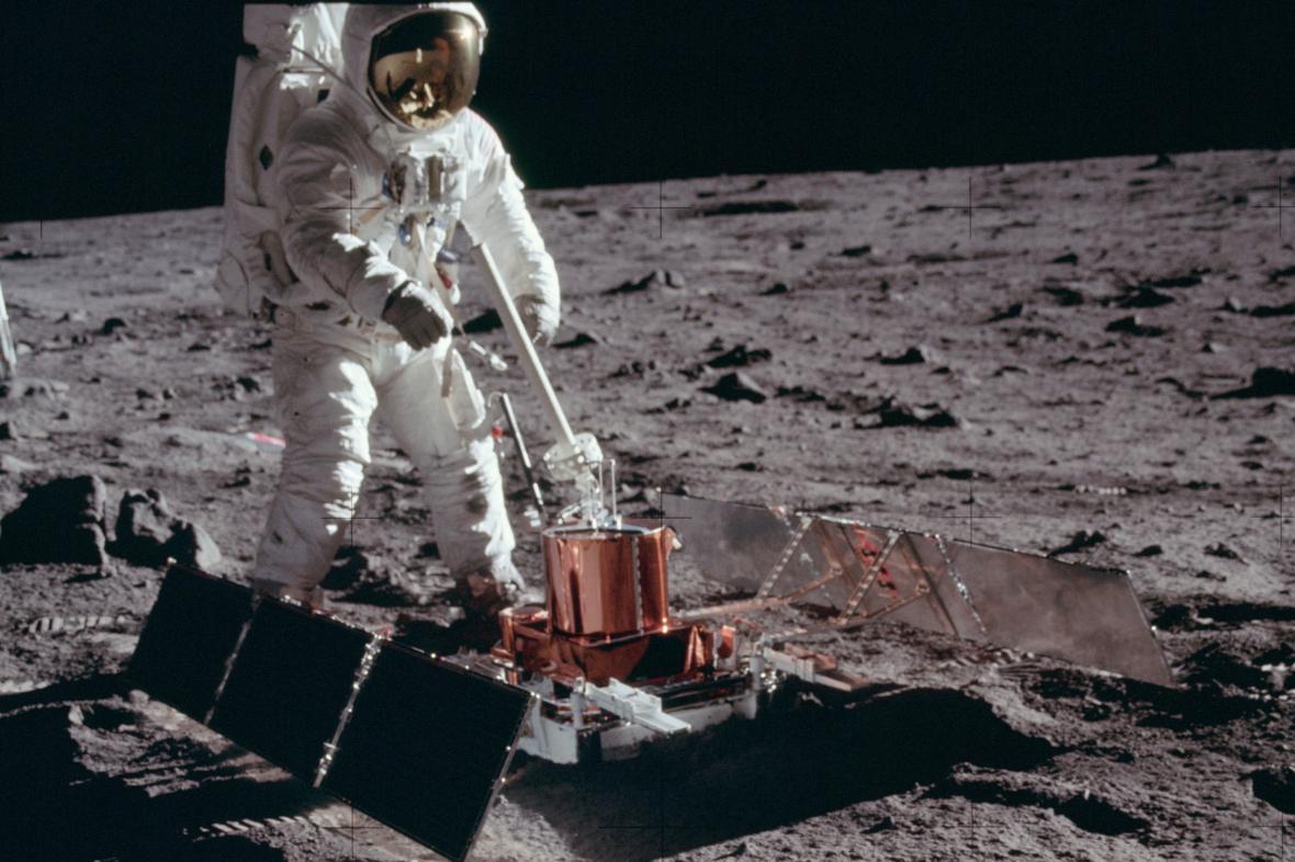 Výzkum Měsíce