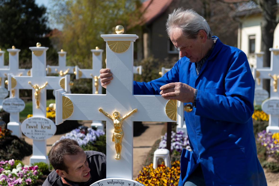 Oprava hřbitova v Ralbitz