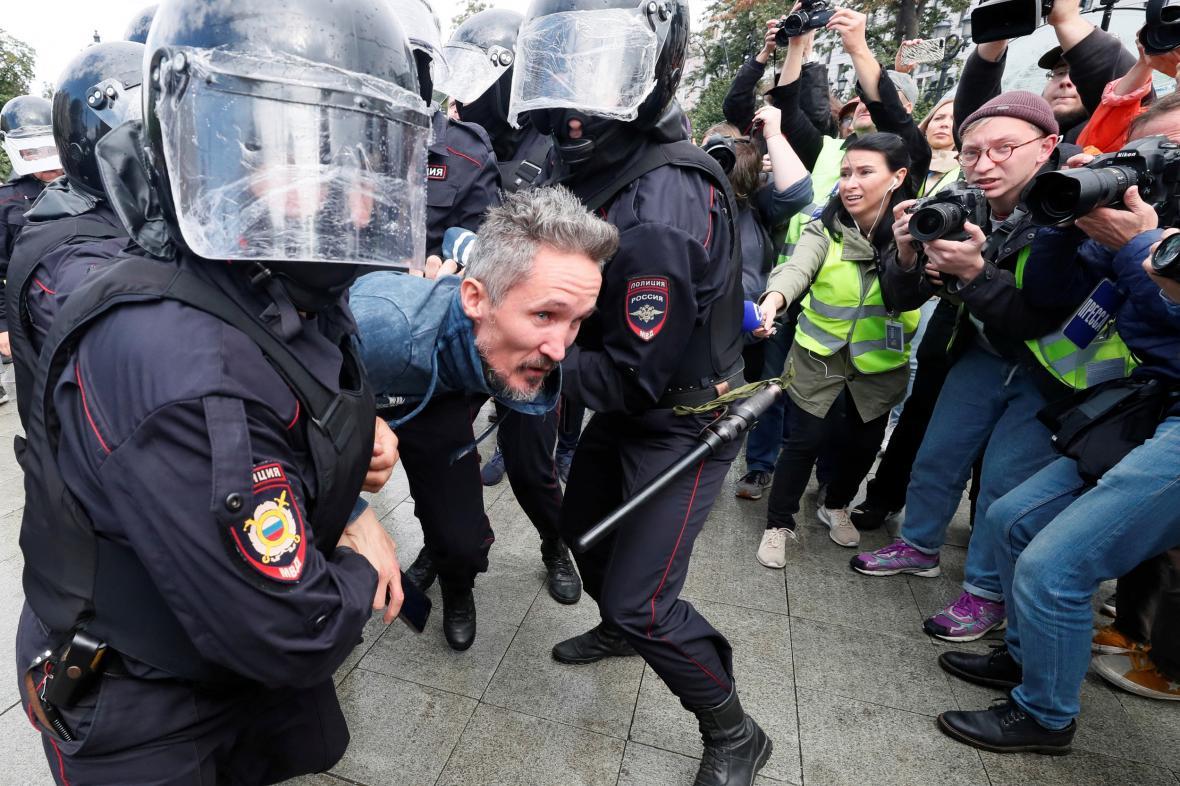 Policie zatýká účastníky moskevské demonstrace
