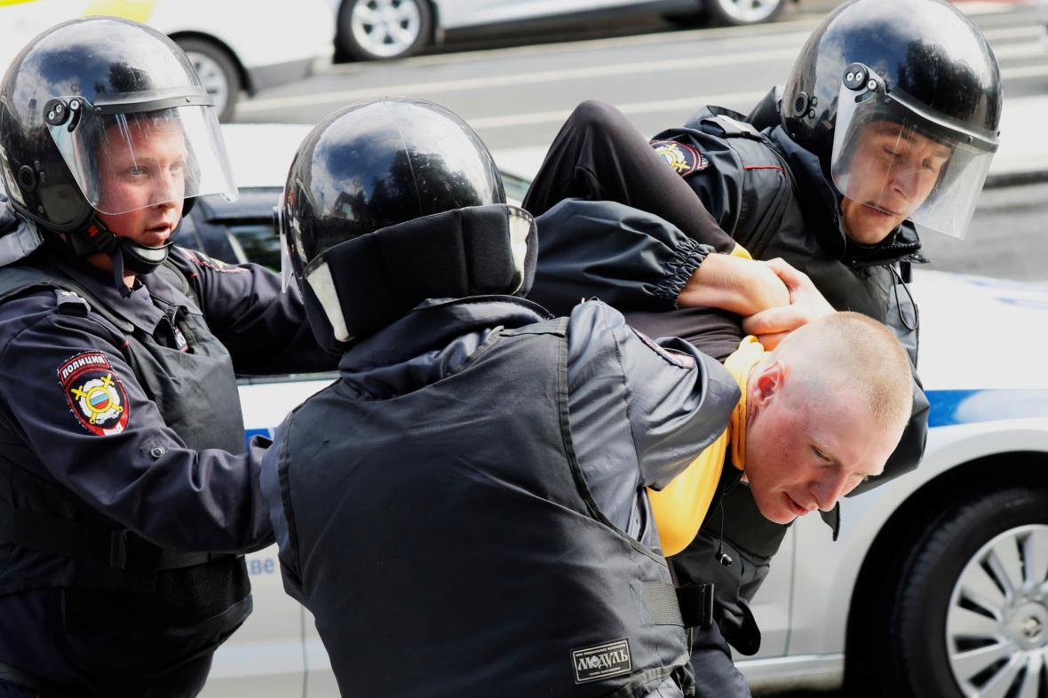 Zatýkání na demonstraci v Moskvě (3. srpna 2019)