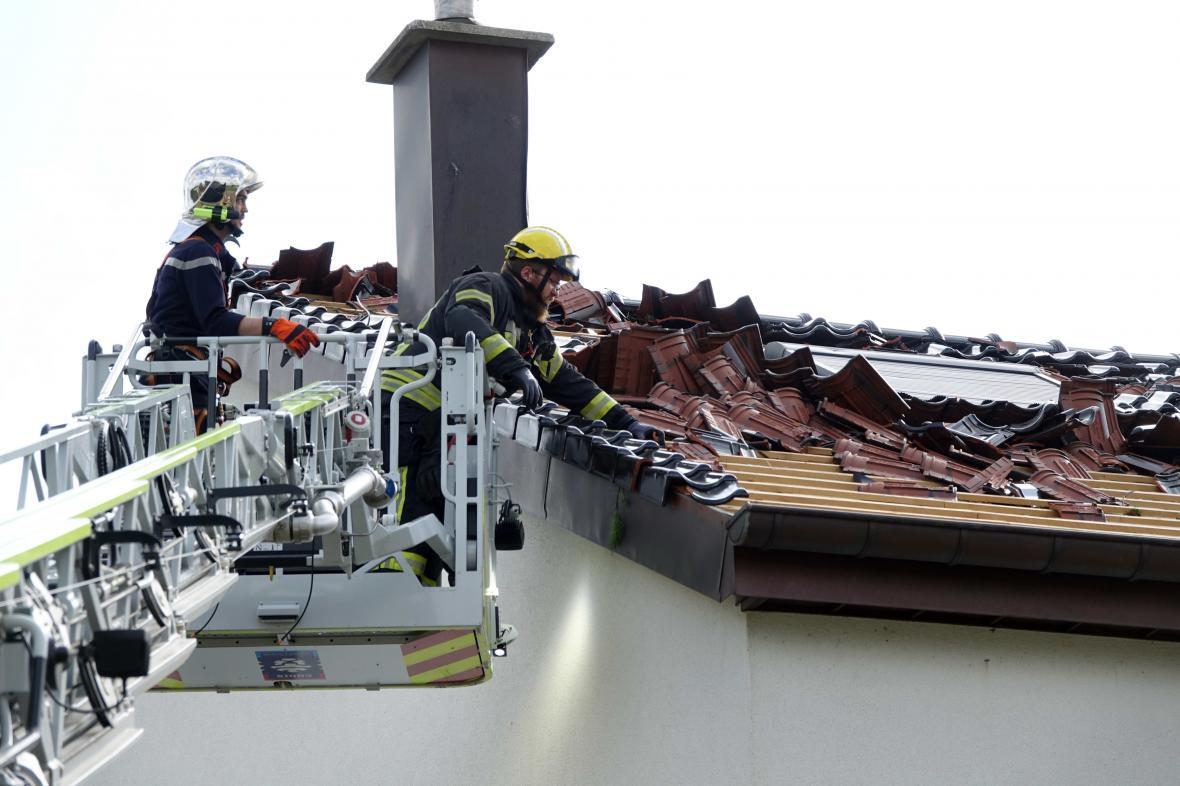 Následky tornáda v lucemburském městě Petingen
