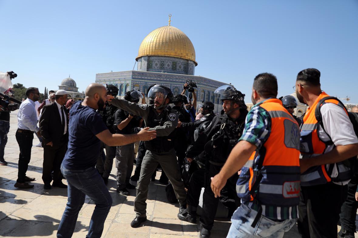 Střet Palestinců a izraelských policistů před Skalním dómem