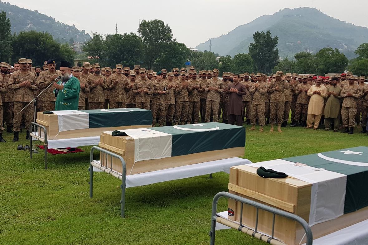 Pohřeb pákistánských vojáků zabitých u hranice s Indií