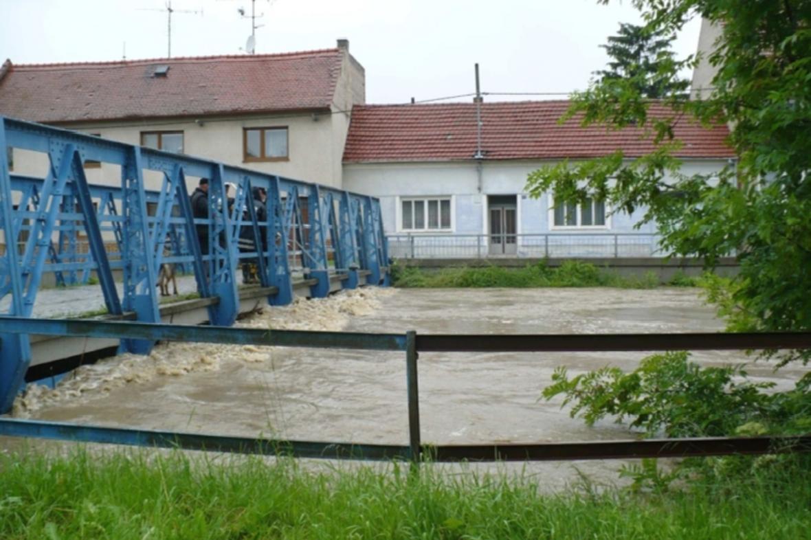 Rozvodněná řeka Olšava