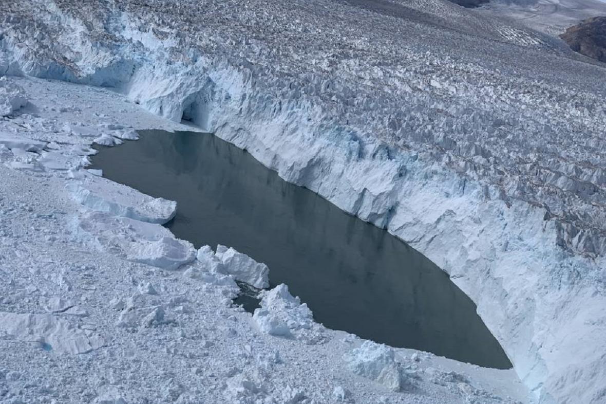 Tající ledovec Helheim