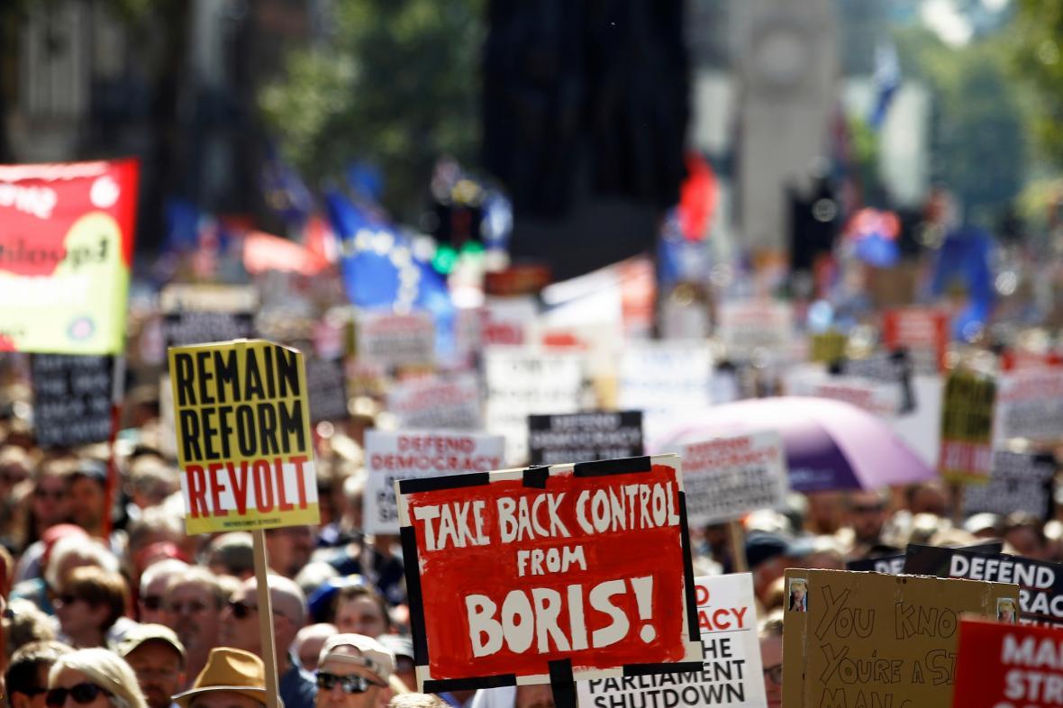 V Londýně se demonstrovalo proti krokům premiéra Johnsona
