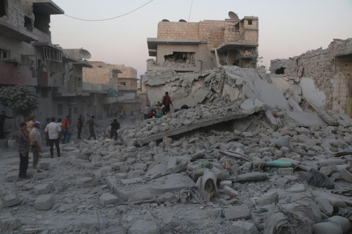 Následky náletu v syrské provincii Idlib