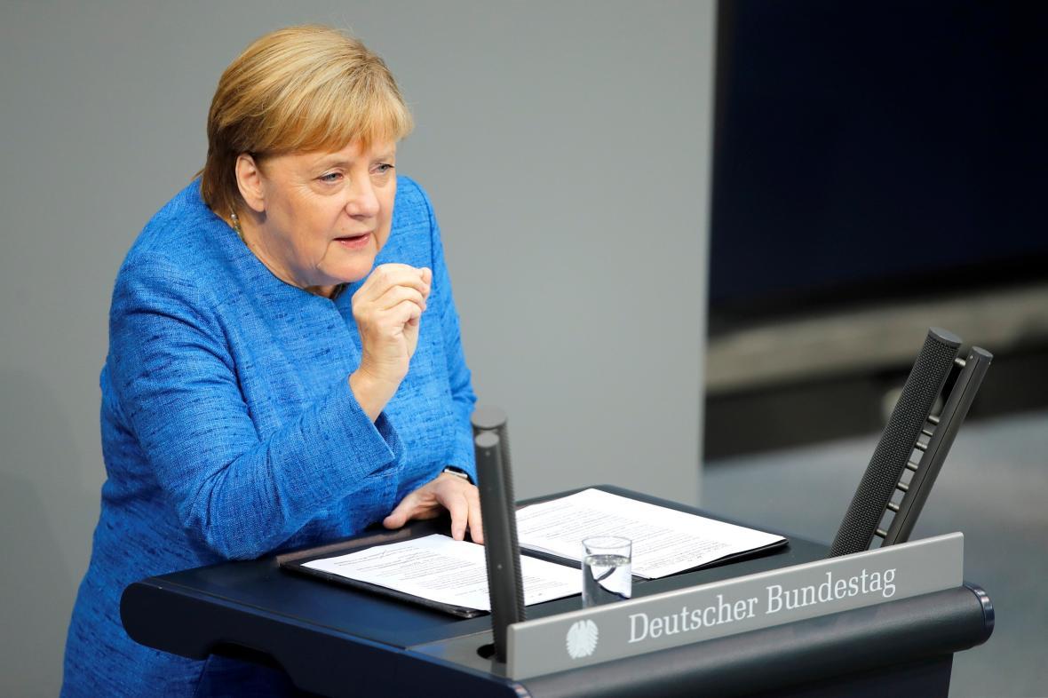 Německá vláda hlásí rekordní přebytek rozpočtu. Největší od roku 1990 2353448-2019-09-11t074614z_918281123_rc190e2fbe80_rtrmadp_3_germany-budget-merkel