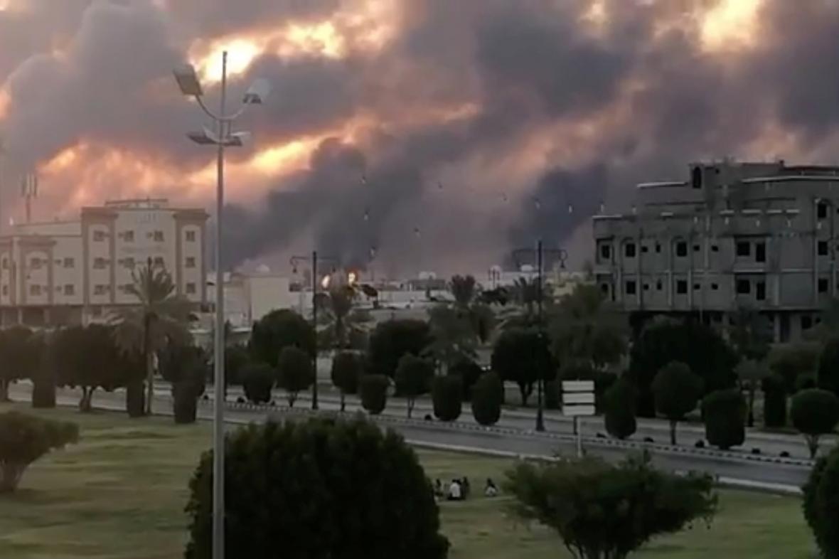 Ropná zařízení společnosti Saudi Aramco byla zasažena střelami z dronu